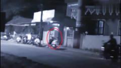 """灵异事件:监控拍下半夜""""女鬼""""游街,所有人"""