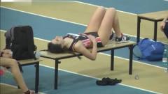 意大利的跳高女运动员,看到这样的美女,裁判