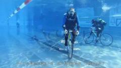 老外举行水下自行车比赛,别说能不能超车,能
