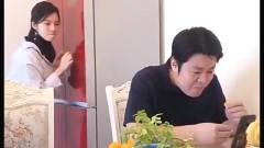 搞笑视频:老爸看电视,被祝晓晗吓懵了,结果