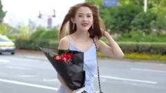 刘妈街拍:偶遇女神,看见她真的有种冲动