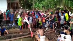 一场妙趣横生的农村运动会,骑单车过独木桥,