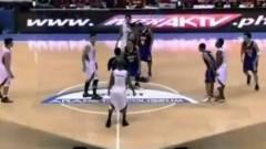 篮球运动员演技过人 骗过全场成功投篮