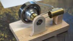 牛人脑洞大开用铜管和轴承打造一个气动发动机