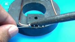 牛人发明:一块磁铁一个打火机,就能点亮小灯