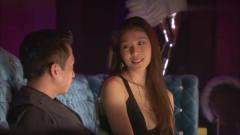 土豪来酒吧给美女捧场,两位大老板看上同一美