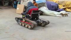 农村牛人自制的单人履带车,操作性能还不错,