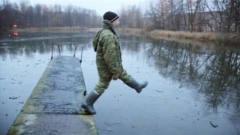 国外牛人发明水上漂浮衣,上演轻功水上漂,关
