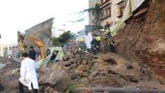 工人翻开巨石板,发现一个金窖,考古队赶来挖