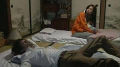 日本女人有床不睡,偏偏喜欢睡地上?当地美女