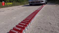 外国牛人开车碾压上百瓶碳酸饮料  会是什么场面