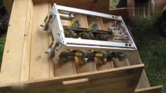 外国牛人发明的会爬楼梯小型机器人,看结构设