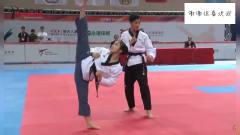 跆拳道赛前展示,女子展示720度旋风踢