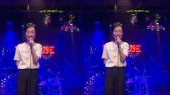 最近火起来的2首老歌,美女在酒吧演唱了《胆小