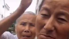 搞笑视频:姥姥想要给我钱,我妈不让,于是我