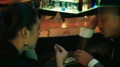 小伙在酒吧与美女搭讪,结果被人家老公看到了