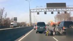 高速路口插队未遂后报复,货车司机疯狂别车1