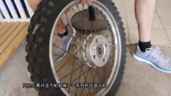 牛人將摩托車車輪安裝在汽車上,看起來毫無違