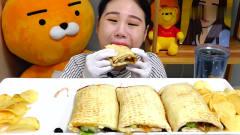 吃播:韩国美女吃货试吃4份金枪鱼卷饼,大口大