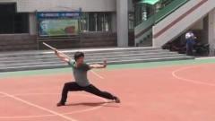 高中体育老师表演少林风火棍,一看就是真功夫