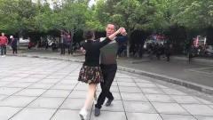 好看的舞,好听的音乐《情人山》舞步优美动感