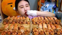 吃播:韩国美女吃货试吃超大份皮皮虾,看她吃