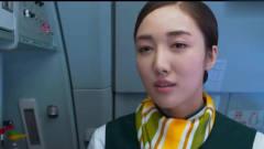 总裁坐飞机刁难空姐,不料被野蛮空姐打得怀疑
