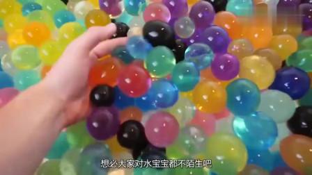 奇闻趣事将铜水倒在装有个水宝宝的水球上,爆