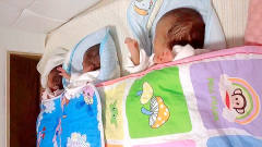 妈妈给三胞胎宝宝放音乐听,接下来三胞胎的反