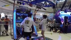 美女小姐姐和网红小哥哥在PK舞蹈,好牛的音乐,