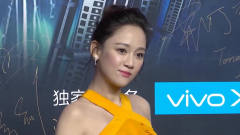 陈乔恩与男嘉宾现身录制恋爱综艺节目 笑容满面