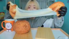 韩国主播吃芝士球,足足5斤重,黏稠酥脆,直接