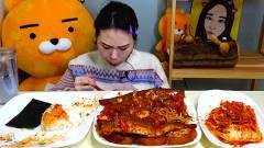 韩国美女午餐大吃一顿,吃相很给力!