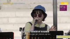 刘宪华和音乐伙伴在意大利街头演出,这位女孩