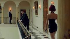 美女假扮小姐去刺杀政客,被保镖搜身这一幕太