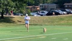搞笑视频:自己没有那速度,还想跑着遛狗?