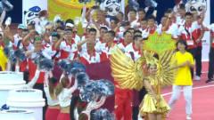 """世警会开幕香港警队出场,观众起立高喊""""雄起"""