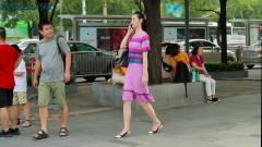 三里屯街拍,重庆保时捷女车主出行逛街,这次她没戴帽子