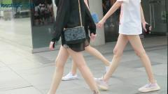 三里屯街拍,时尚达人看单品就能感受到,今年流行款式包都很特别