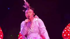 陈奕迅鸡冠造型演唱太欢乐,网友:太嗨了适合