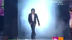 2001年迈克尔杰克逊出席MTV音乐大奖,出现的时候