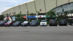 温州体育中心大型停车场,停一天才收费5元,十