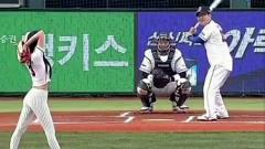 韩国美女,只需一球就能吸引整个体育场的目光