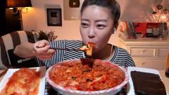 韩国美女主播吃辣酱拌饭,大口吞咽咀嚼,看着