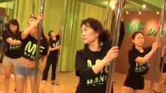 震惊!成都女子70岁高龄竟然还在跳钢管舞,而且