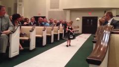 搞笑视频:这个新娘的闺蜜颜值真是高,可是这