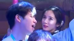 杨幂可爱跳钢管舞,谁注意到魏大勋的表情?网