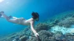 比基尼美女海底自拍,身材让人眼前一亮