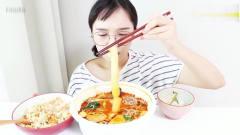 美女吃播大胃王,原来韩国的麻辣烫跟我们是一