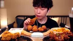 韩国吃货主播吃芝士球+鸡腿,吃的超满足,看得